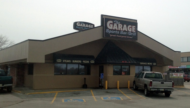 The Garage Sports Bar/Grill, Lincoln