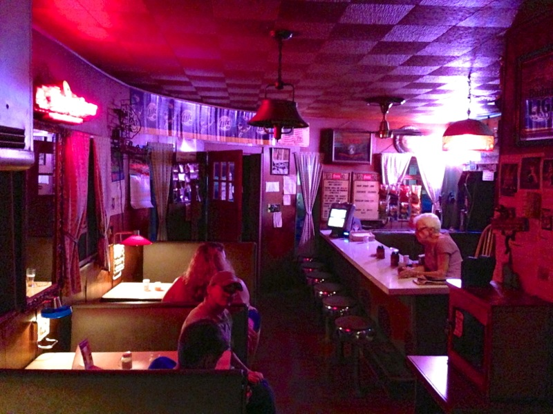 Dew Drop Inn, Hiawatha