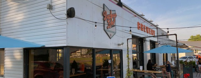 (Buckeye Lake, OH) Scooter's 1358th bar, first visited in 2019. This was the first stop of a mini brewery crawl. Having a restaurant attached next door (accessible through the brewery...